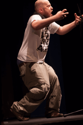 Paul Weigl performed 5 Minuten Gott im k4 in Nürnberg beim Highlander Poetry Slam